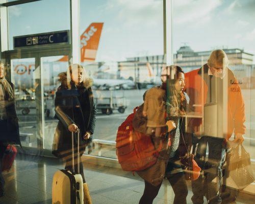 airport-731196_1920